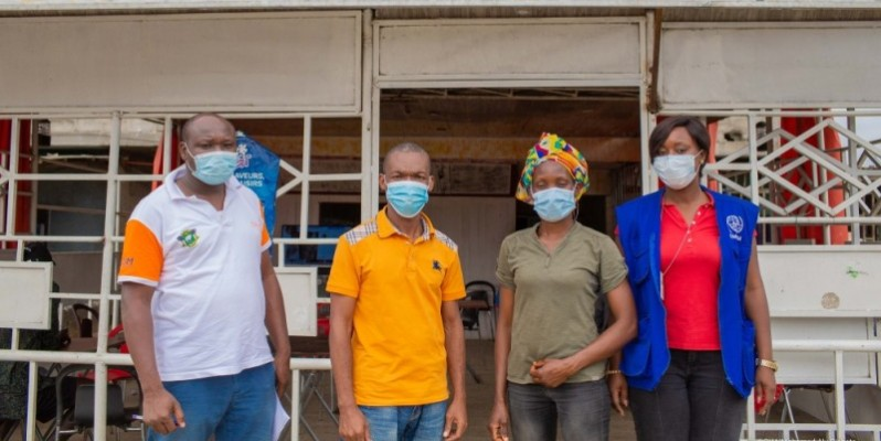Grâce à ce projet, Edith N'Guessan (2e à partir de la droite) a pu se réintégrer. (DR)