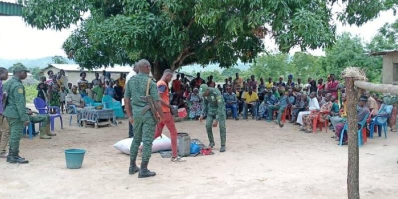 Des agents des eaux et forêts en démonstration pour sensibiliser les populations  sur les dégâts liés à la destruction de la faune (DR)