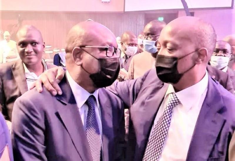 Idriss Diallo et le président de la Caf, avant la cérémonie du tirage au sort à Yaoundé. (Photo : DR)
