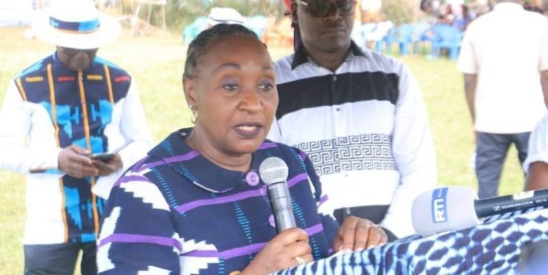 La ministre Goudou Raymonde, ambassadrice du pagne tissé baoulé, s'est engagée à faire de ce secteur l'un des moteurs de développement du nouveau District des Lacs. (Photo : DR)