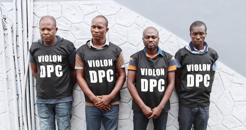 Wognin Jefferson, chef de gang, radié de la police (3ème à partir de la gauche) et ses complices. (Photo : DGPN)