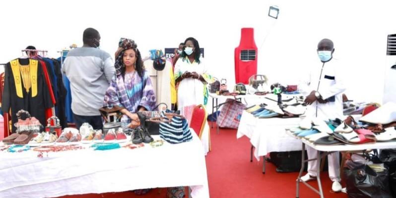 Plusieurs stands d'objets d'arts sénégalais ont été visités par les autorités et les festivaliers. (Dr)