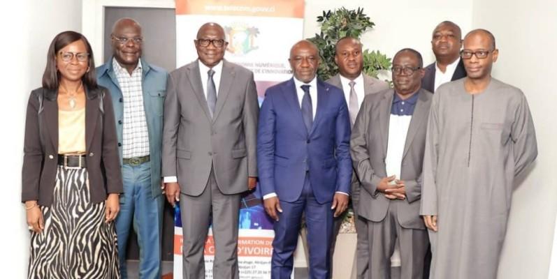Le président du Cocan 2023 et son équipe autour du ministre Roger Adom, après l'entretien, le 9 septembre, à l'immeuble Postel 2001. (DR)
