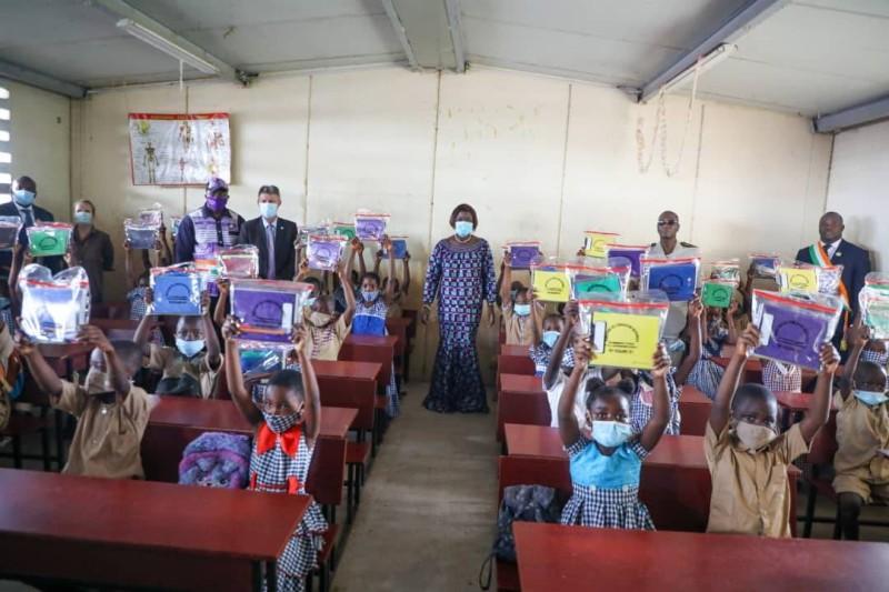 Rentrée scolaire 2021-2022: Mariatou Koné annonce la distribution de plus  de 5 millions de kits scolaires | FratMat