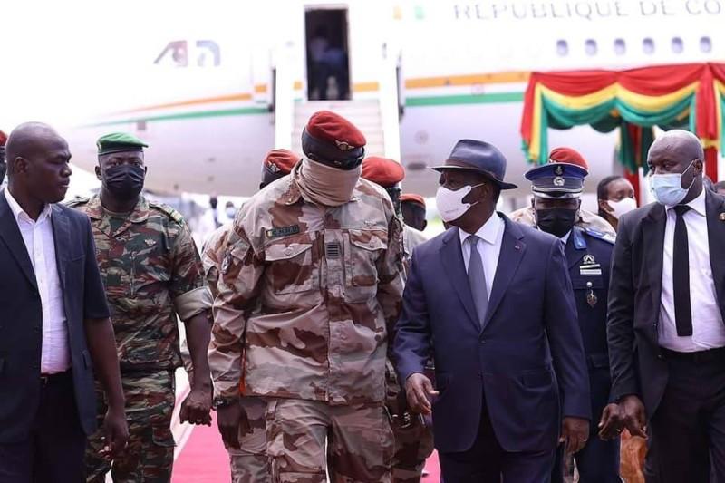 Alassane Ouattara en compagnie du Chef de la junte guinéenne