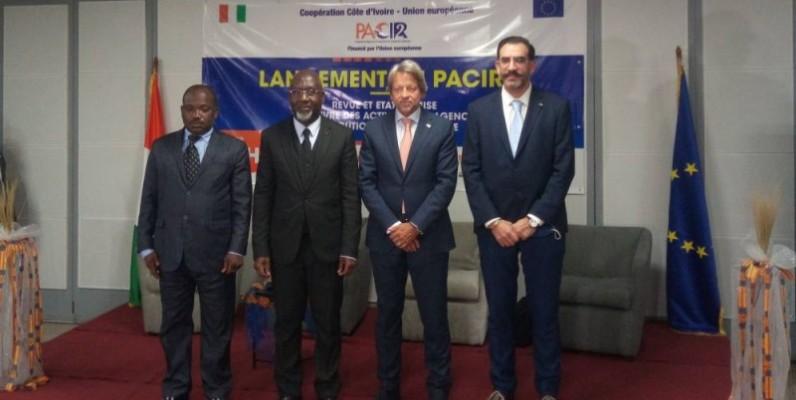 Le ministre Alcide Djédjé (2e à partir de la gauche) a procédé au lancement officiel du Pacir2. (DR)