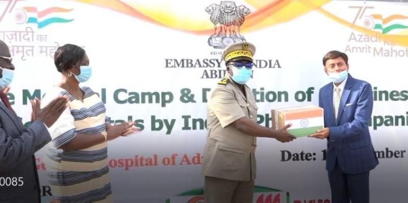 Le don de médicaments s'inscrit dans le cadre des actions sociales de l'ambassade. (Photo : Dr)