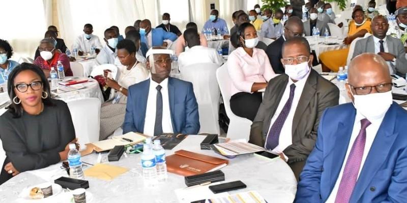 Les représentants du gouvernement (à la première table) ont réaffirmé l'engagement de l'État à accompagner les Pme dans leur développement. (Dr)