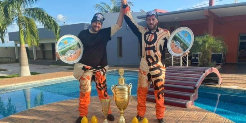 Gary Chaynes (à droite) et son co-pilote Oualas ont fait vibrer Bongouanou.(DR)