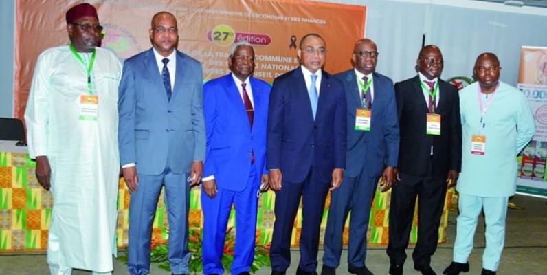 Adama Coulibaly (4e à partir de la droite) a présidé la cérémonie d'ouverture de la 27e édition du tirage de la Tranche commune entente (Tce 2021). (Photo : Julien Monsan)