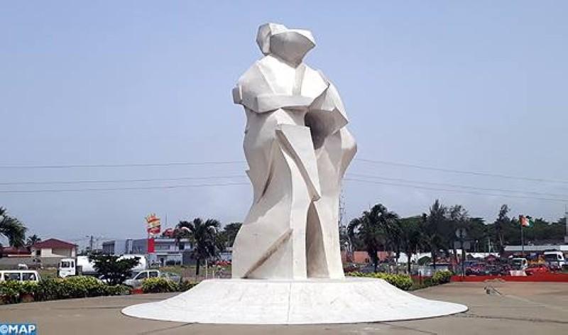 """La statue """"Atou"""" de la place Akwaba (DR)"""