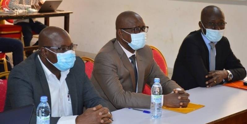 M. Tiémoman Koné (au milieu), directeur général de l'Uvci. (DR)