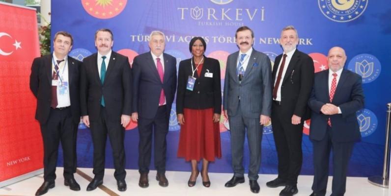 En tant qu'invitée spéciale du Président de la Turquie, Kandia Camara a aussi pris part à l'inauguration du building de la délégation permanente turque. (Dr)
