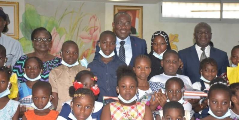 Ce sont 150 élèves qui ont reçu chacun un kit scolaire et un appui financier. (DR)
