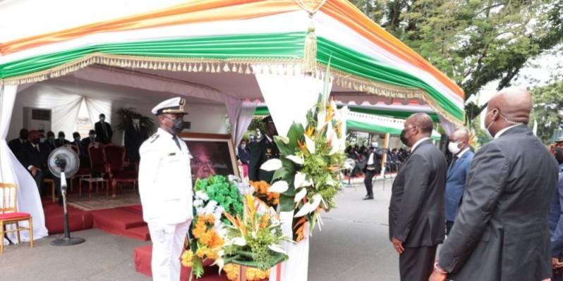 Cette cérémonie a été marquée, notamment par le recueillement du Chef de l'Etat devant le portrait du défunt. (Présidence de la République)