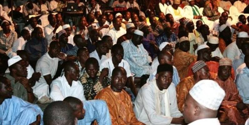 Les fidèles musulmans à la célébration du Maoulid. (DR)