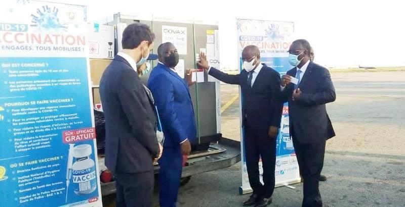 Le ministre de la Santé, de l'Hygiène publique et de la Couverture maladie universelle, Pierre Dimba N'Gou, a réceptionné des doses de vaccin AstraZeneca. (DR)