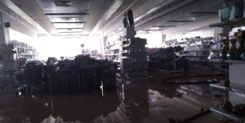 Une vue de l'intérieur du Centre commercial dont de nombreuses marchandises ont été détruites. (Dr)