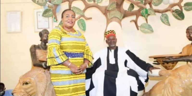 Harlette Badou N'Guessan Kouamé et le Moro Naaba. (DR)