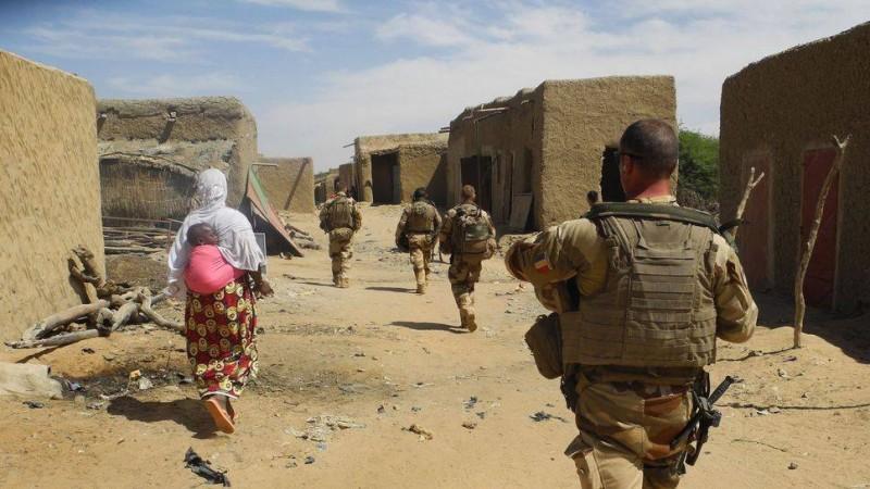des-soldat-de-l-operation-barkhane-dans-le-village-malien-de-in-tillit-le-1er-novembre-2017-au-moment-du-lancement-de-la-force-du-g5-sahel_6018514